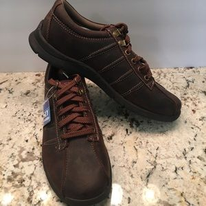 SKECHERS MENS 9.5 LACE UP BROWN LEATHER SHOES NEW